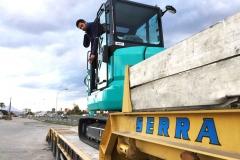 Kobelco SK55SRX subida al camión de nuestro cliente